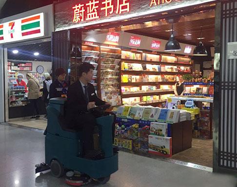 购物中心洗地机-驾驶式使用现场